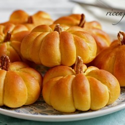 how-to-make-pumpkin-dinner-roll-recipe-banner